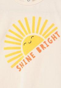 The Bonnie Mob - PERCY UNISEX - Print T-shirt - sunshine - 2