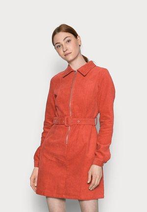 Košilové šaty - burnt orange