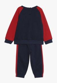 Nike Sportswear - OVERSIZED FUTURA CREW BABY SET - Træningssæt - midnight navy - 1