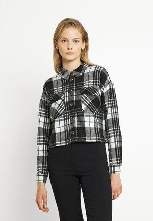 VMSHAY CROPPED SHIRT - Button-down blouse - pristine/black
