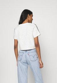 adidas Originals - LEOPARD CROPPED TEE - T-shirt print - multco/white/talc - 2