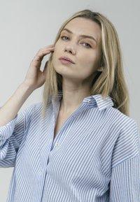 Brava Fabrics - SAKURAYA TEA - Button-down blouse - blue - 3