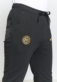 Nike Performance - INTER MAILAND TRAVEL PANT - Club wear - black/truly gold - 4