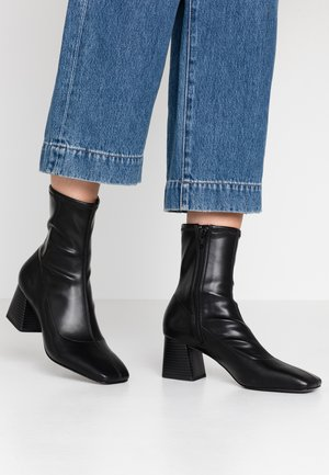 VEGAN LEIA BOOT - Støvletter - black