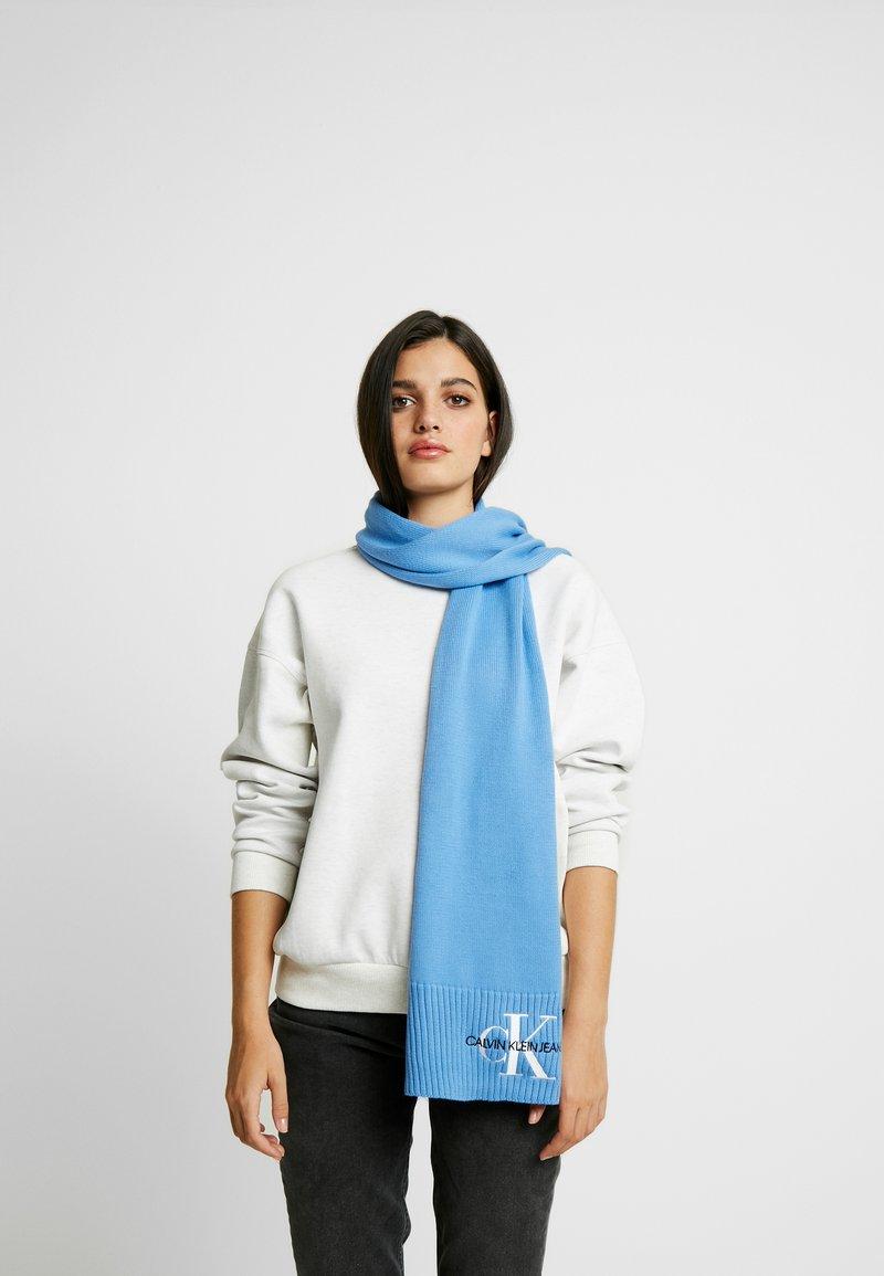 Calvin Klein Jeans - BASIC WOMEN SCARF - Šála - blue