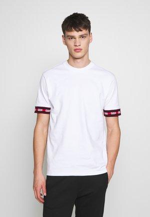 DERRA - T-shirt imprimé - white