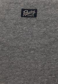Petrol Industries - T-SHIRT - Print T-shirt - light slate melee - 2