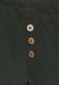 Mainio - Teplákové kalhoty - kombu green - 4