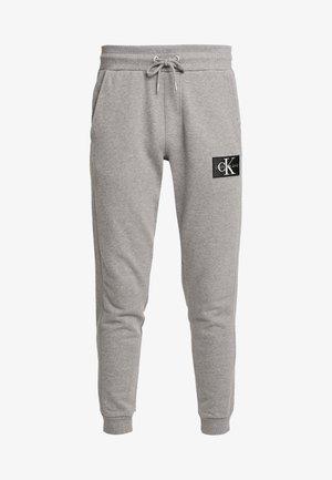 MONOGRAM PATCH PANT - Pantalones deportivos - grey heather