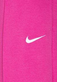 Nike Sportswear - PANT TREND - Pantalones deportivos - active fuchsia - 2