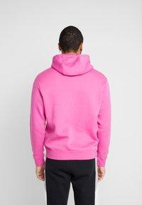 Nike Sportswear - CLUB HOODIE - Luvtröja - active fuchsia/cosmic fuchsia/white - 2