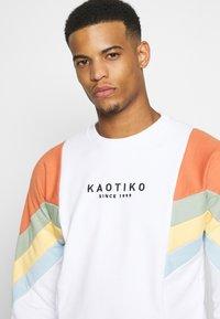 Kaotiko - UNISEX CREW SEATTLE - Sweatshirt - white - 3