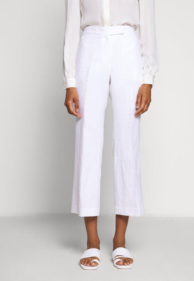 CROP KICK - Kalhoty - white