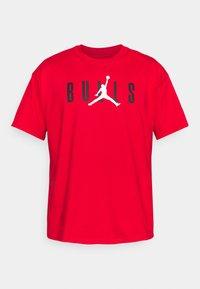 Nike Performance - NBA CHICAGO BULLS JORDAN STATEMENT TEE - Klubbkläder - university red - 5