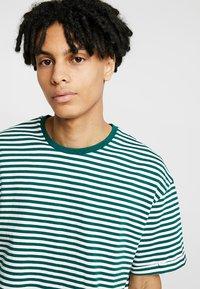 KIOMI - T-shirts print - white/dark green - 4