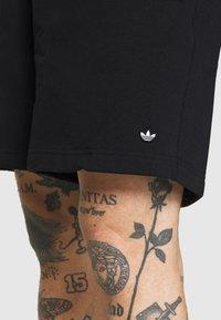 adidas Originals - PREMIUM UNISEX - Shortsit - black - 3