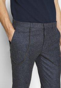 Shelby & Sons - ABIRAN TROUSER - Trousers - navy - 4