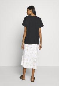 mbyM - Basic T-shirt - black - 2