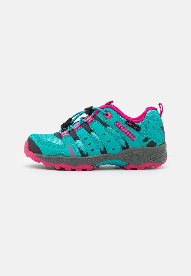 FREMONT - Sneakers laag - türkis/marine/pink