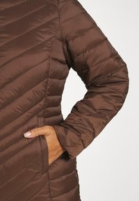 CAPSULE by Simply Be - LIGHTWEIGHT PADDED MID JACKET - Short coat - chocolate - 4