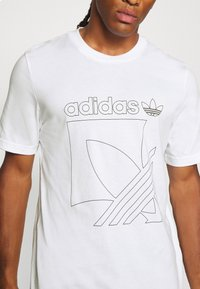 adidas Originals - TEE - T-shirt imprimé - white - 4
