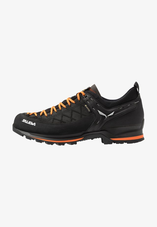 MS MTN TRAINER 2 GTX - Hiking shoes - black/carrot