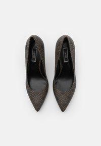 Liu Jo Jeans - VICKIE DÉCOLLETÉ - Classic heels - brown - 5