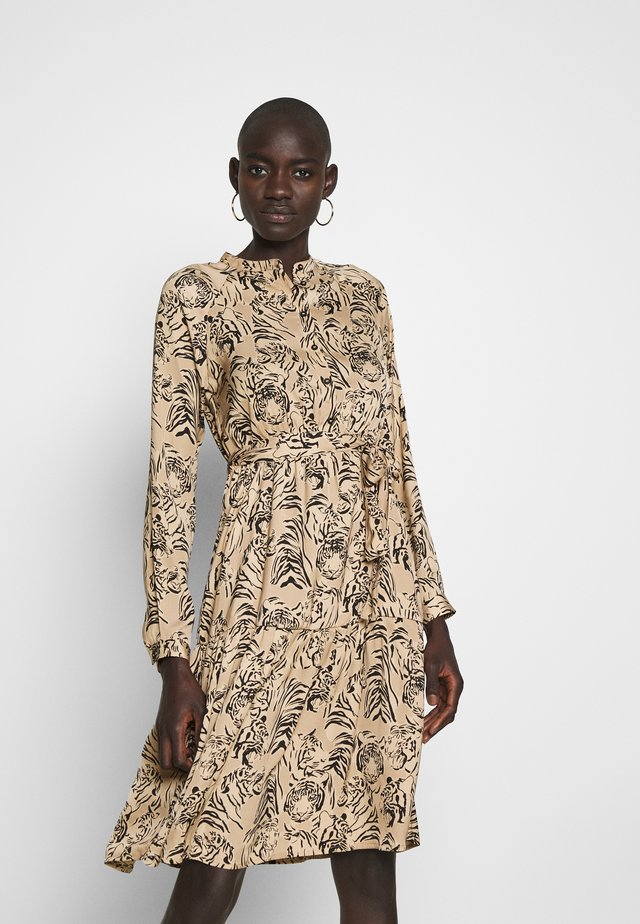 VMKATE DRESS  - Denní šaty - beige