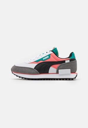 FUTURE RIDER PLAY ON - Sneakers laag - white/georgia peach/parasailing