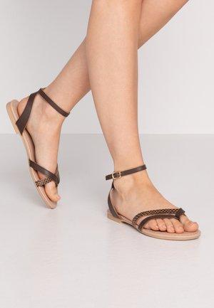 LEATHER - Sandály s odděleným palcem - brown