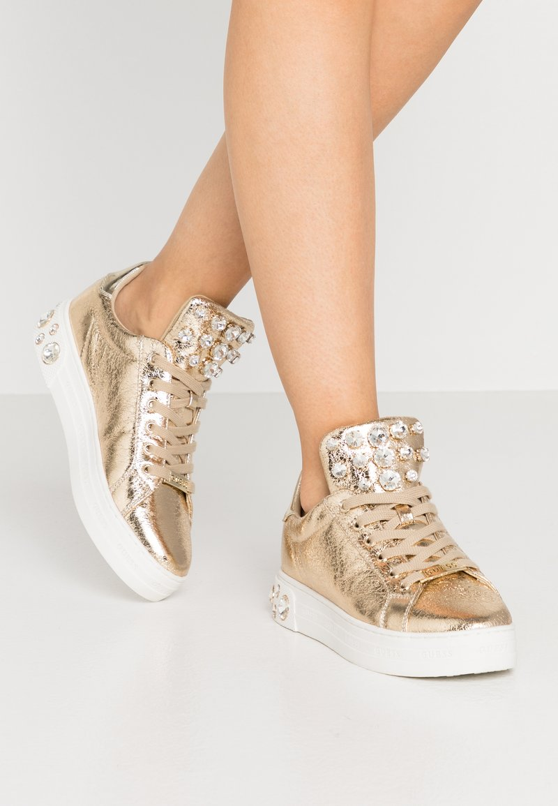 Guess - MAREY - Sneakersy niskie - gold