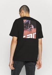 Carhartt WIP - MIRROR  - Print T-shirt - black - 2