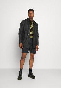 Nike SB - PULL ON UNISEX - Shorts - black - 1