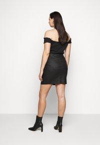 Vero Moda Curve - VMSEVEN SHORT SKIRT - Mini skirt - black - 2