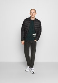 Jack & Jones - JJEMAGIC PUFFER COLLAR  - Jas - black
