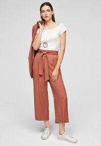 s.Oliver BLACK LABEL - REGULAR FIT - Trousers - dusty apricot - 1