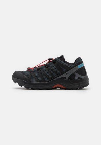 XA PRO 1 UNISEX - Baskets basses - black/magnet/racing red