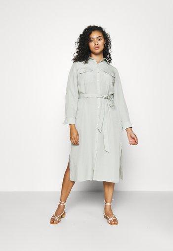 CARLIE CURVE MIDI SHIRT DRESS - Shirt dress - soft sage