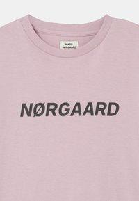 Mads Nørgaard - THORLINO UNISEX - T-shirt imprimé - violet ice - 2