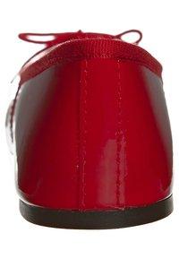 HIRICA - ZOE VEAU - Ballet pumps - vernis rouge - 1