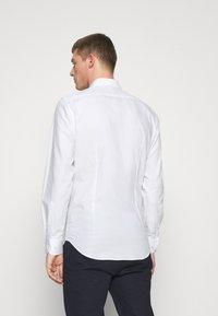 Tommy Hilfiger Tailored - DOBBY DESIGN CLASSIC - Formální košile - white - 2
