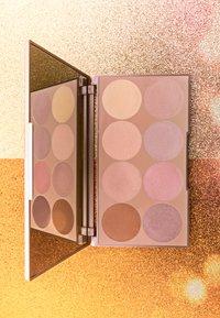 Luvia Cosmetics - PRIME GLOW PALETTE-ESSENTIAL HIGHLIGHTER SHADES VOL.1 - Palette viso - - - 3
