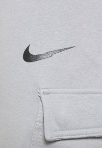 Nike Sportswear - ZIGZAG CARGO PANT - Tracksuit bottoms - wolf grey - 5
