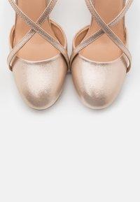 Wallis - CASH - High heels - gold - 5
