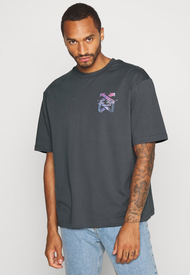 BOXY NEW WORLD - T-shirt con stampa - grey/black
