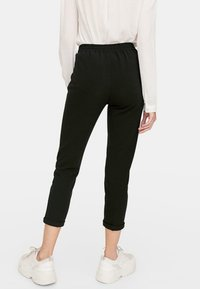 Stradivarius - SLIM FIT - Pantalon classique - black