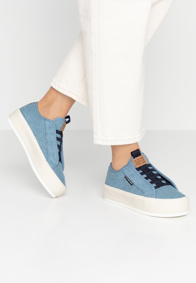 STRETT LACE UP - Mocasines - light blue