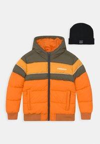 Vingino - TONIUS SET - Winter jacket - fall orange/deep black - 0