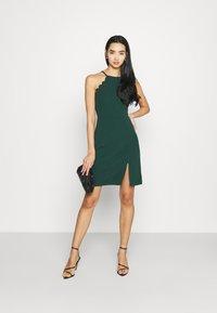 WAL G. - YELDA SCALLOP NECK MINI DRESS - Koktejlové šaty/ šaty na párty - forest green - 1