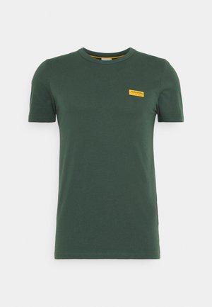 JCOSIGNAL TEE CREW NECK - Print T-shirt - darkest spruce